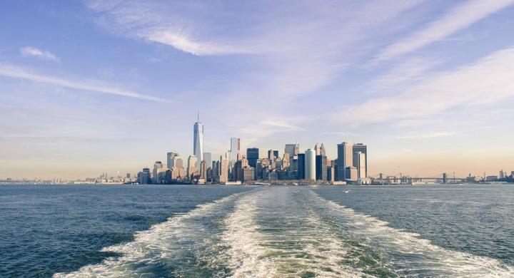 ferry-statue-de-la-liberte-skyline