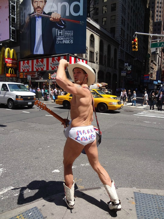 naked-cowboy-times-square-new-york-1