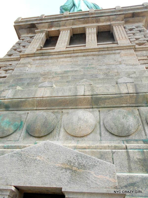 statue-de-la-liberte-piedestal-new-york