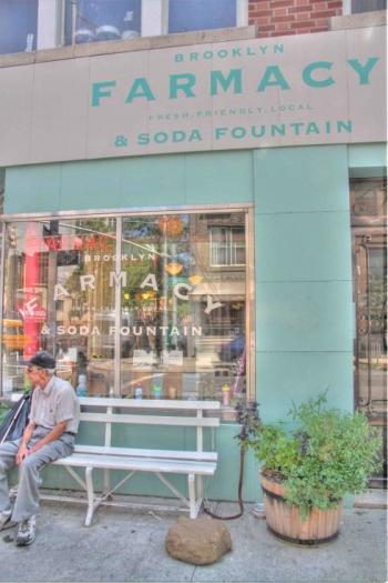 brooklyn-farmacy-and-soda-fountain-glace-milkshake-brooklyn-new-york-vintage-1