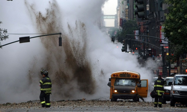 Steam Explosion Rattles Rush-Hour Manhattan