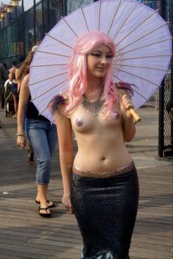mermaid-parade-coney-island-brooklyn-new-york-5
