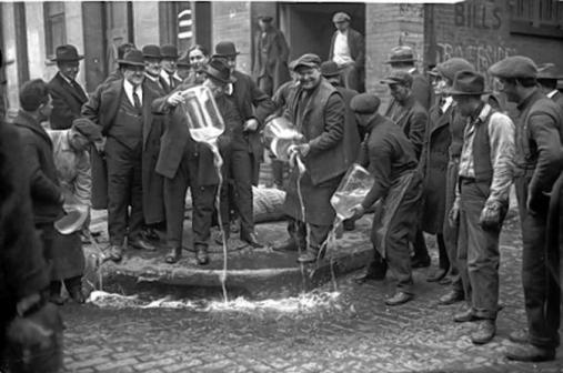 new-york-city-prohibition-speakeasy-drinking-tour-midtown-in-new-york