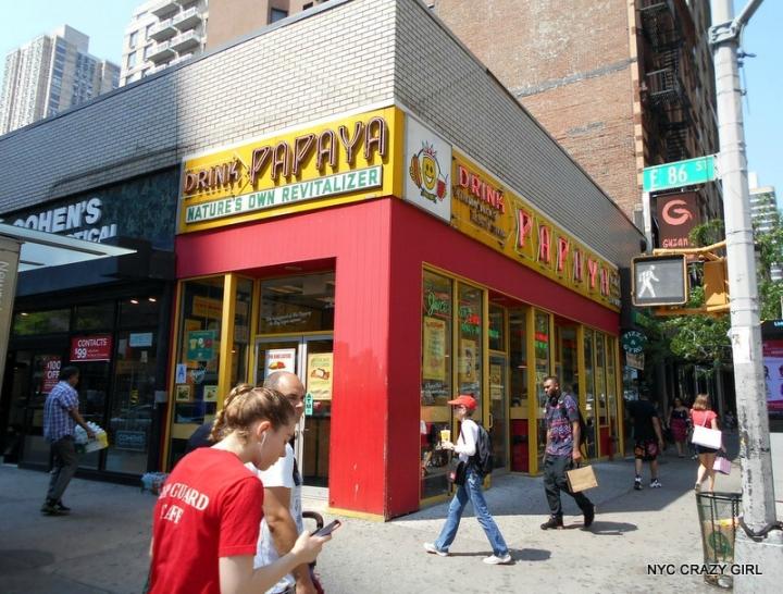 papaya-king-hot-dog-food-new-york-manhattan-3