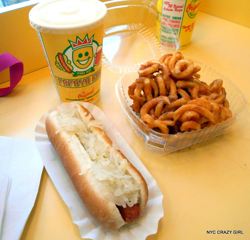 papaya-king-hot-dog-food-new-york-manhattan