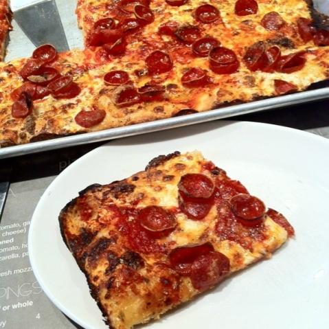 pizza-new-york-food-adriennes-pizzabar