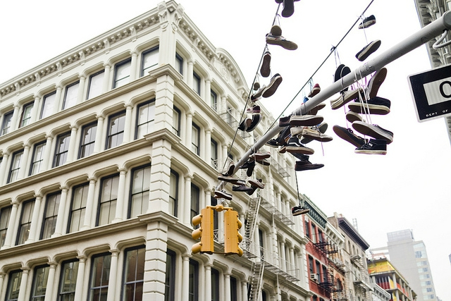 shoe-tossing-shoefiti-new-york-chaussures-gang-2