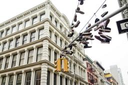 shoe-tossing-shoefiti-new-york-chaussures-gang-2