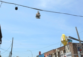 shoe-tossing-shoefiti-new-york-chaussures-gang