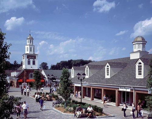 woodbury-common-outlet-new-york-1
