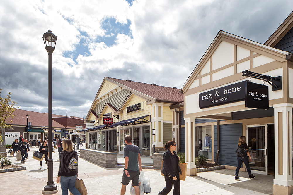 woodbury-common-premium-outlets-new york