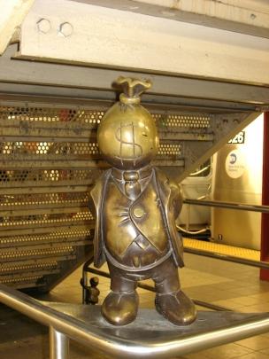 life-underground-art-new-york-mister-money-bag