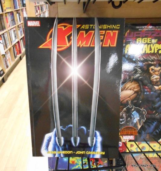 midtown comics marvezl super-héros times square new york (2)