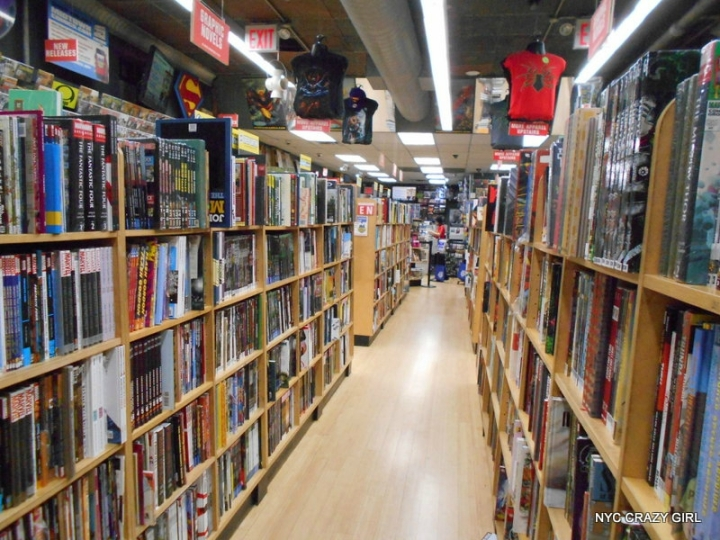 midtown comics marvezl super-héros times square new york (5)