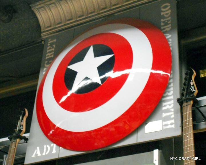 midtown comics marvezl super-héros times square new york (6)