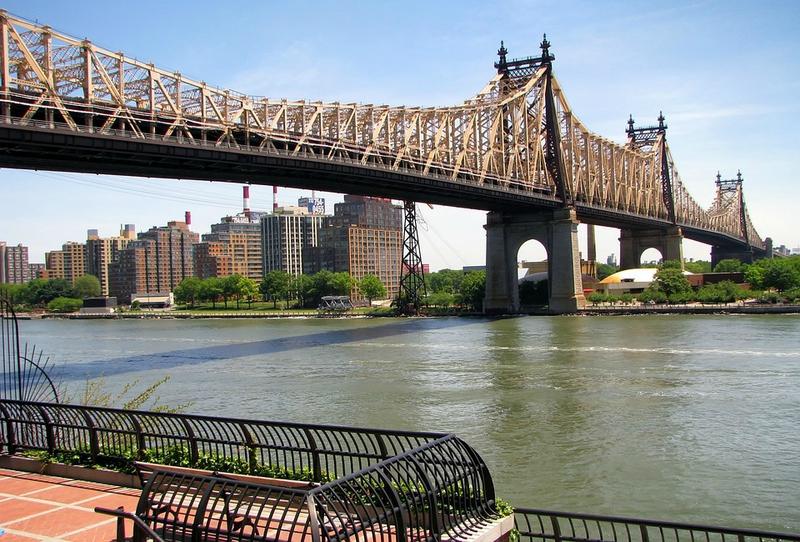 queens-new-york-queensboro-bridge-roosevelt-island