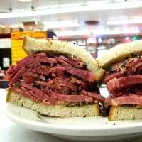 5 bonnes adresses pour manger un sandwich au pastrami à New York