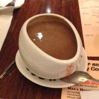 Se réchauffer avec un délicieux chocolat chaud chez Max Brenner